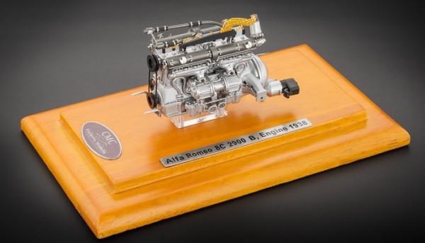Alfa Romeo 8C 2900B, Motor mit Vitrine CMC M-131 1/18