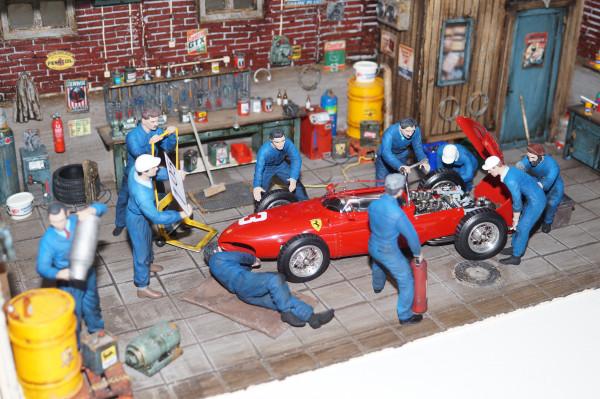 1/18 Boxencrew Ferrari BLAUE OVERRALLS von SF Scale Figures - Handarbeit-