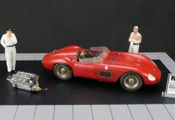 CMC Bundle Maserati 300S Dirty Hero ® Inklusive Motor und 2 Figuren CMC M-172 LE 770